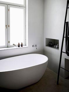 Bo LKV:n perustajien koti Turussa Sofa Inspiration, Living Room Inspiration, Bathroom Inspiration, Scandinavian Apartment, Scandinavian Interior, Bathroom Interior, Interior Design Living Room, Laundry Room Bathroom, Chic Bathrooms