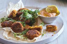 Mrkvové placičky s ostrým jogurtovým dipem | Apetitonline.cz Falafel, Tahini, Tandoori Chicken, Dip, Paleo, Pork, Beef, Cooking, Ethnic Recipes