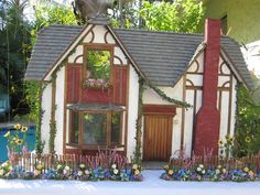 Dollhouses by Robin Carey: The Countryside Tudor