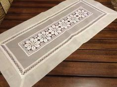Cutwork Embroidery, Embroidery Designs, Diy And Crafts, Arts And Crafts, Crochet Table Runner, Table Toppers, Handicraft, Piercings, Table Runners