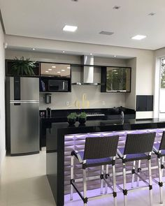New modern art deco kitchen cabinets ideas Modern Kitchen Interiors, Luxury Kitchen Design, Kitchen Room Design, Home Room Design, Home Decor Kitchen, Interior Design Kitchen, Kitchen Furniture, Home Kitchens, Kitchen Ideas
