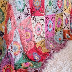 Beautiful flower #crochet blanket from Magda of Pigtails