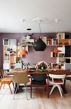 Lovely home in Copenhagen. Proof that three lights are better than one. Love the mauve, lavender wall, mismatched chairs, and smart modular storage. Dining Room Inspiration, Interior Design Inspiration, Design Ideas, New Yorker Loft, Lavender Walls, Woven Dining Chairs, Dining Table, Mismatched Chairs, Sweet Home