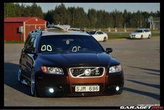 Volvo V70 N (2001)   Garaget