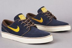 August brings a fresh colorway of the low cut edition of the Nike SB Zoom Stefan Janoski. The suede and canvas built colorway comes in a thunder blue base Sneakers Nike Jordan, Nike Sb Shoes, Mens Vans Shoes, Nike Shoes Outlet, Men's Shoes, Shoes Sneakers, Vans Men, Best Sneakers, Sneakers Fashion