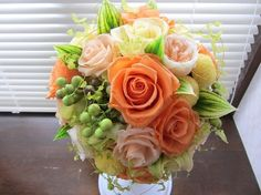 秋にご結婚された花嫁様のオーダーブーケ。お色味はオレンジ、形はラウンドブーケになります。花・グリーン全てプリザーブドフラワー、実物はアーティフィシャルで制作し...|ハンドメイド、手作り、手仕事品の通販・販売・購入ならCreema。