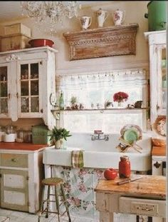 Kitchen Window Treatment Ideas & Inspiration {blinds, shades, valances, curtains, drapery and more | Shabby Chic Kitchen, Sinks and Shabby chic