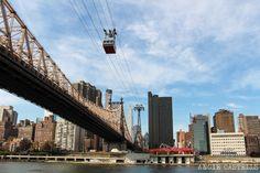 Subir al teleferico de Roosevelt Island Nueva York Travel Around The World, Around The Worlds, Streets Have No Name, Roosevelt Island, Fallen Heroes, Buenas Ideas, Brooklyn Bridge, Beautiful Places, Places To Visit
