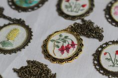 Bordados Embroidery Necklace @esemismobordado por Sofía Montero
