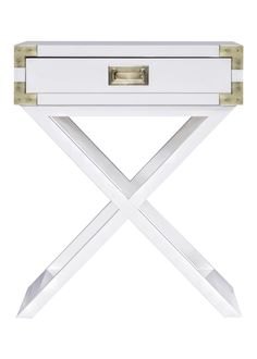 Our beautiful Linden Side table features layers of gloss, giving a contemporary and sleek sheen. It's accented by brass hardware and clean lines.
