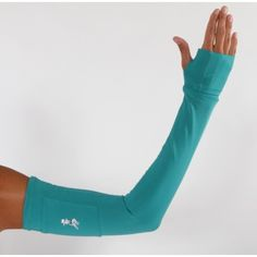 """A sleeve that not only covers your arms to keep you warm, but also has a pocket to carry your gels and a fold over """"cuffin"""" to keep your hands warm. Brilliant! #running_skirts"""