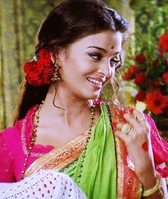 Aishwarya Rai in Devdas gif Aishwarya Rai Pictures, Aishwarya Rai Photo, Actress Aishwarya Rai, Aishwarya Rai Bachchan, Bollywood Actress, Beautiful Indian Actress, Beautiful Actresses, Bridal Hair Buns, Vintage Bollywood