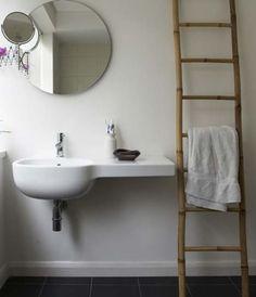 ideas y trucos para decorar la casa bano : Escalera en el Baño: Funcional y Decorativa