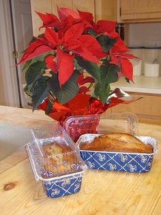Amish Friendship Bread-even tells how to make your own sour dough starter! Sourdough Recipes, Amish Recipes, Bread Recipes, Cooking Recipes, Dough Starter Recipe, Starter Recipes, Amish Friendship Bread, Bread Starter, Baking Breads
