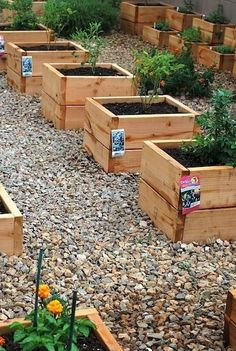 20 Truly Cool DIY Garden Bed and Planter Ideas - Plants, Garden & Landscaping - Tipos de Jardim Raised Garden Bed Plans, Raised Beds, Diy Garden Bed, Lawn And Garden, Garden Boxes, Easy Garden, Natural Garden, Edible Garden, Dream Garden