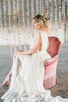 Dit is een totaalplaatje! De musthave pumps, de sparkly jurk en het pink hair.