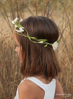 Corona flores de papel blancas 2
