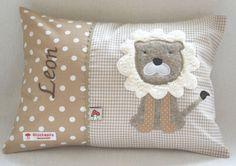 Für Babys - Namenskissen 25x35 mit Löwe auf beige - ein Designerstück von xmas-kids bei DaWanda