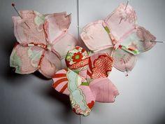 Sakura Three cherryblossom made from Chirimen,kimono fabric Felt Flowers, Fabric Flowers, Japanese Paper Art, Fabric Crafts, Sewing Crafts, Hina Matsuri, Kimono Fabric, Japanese Embroidery, Embroidery Patterns