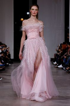 Georges Chakra Spring 2019 Couture - Worn by Maeva Coucke at the 'Par Amour Charity Gala Spring Fashion Trends, Runway Fashion, Fashion Show, Fashion Design, Fashion Pics, Ellie Saab, Tom Ford, Nice Dresses, Casual Dresses