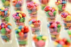 Do It Yourself - DIY - mini copinhos com confeitos coloridos - decoração - lembrancinha - Tuty - Arte & Mimos www.tuty.com.br