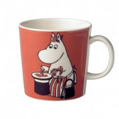 Children and adults alike fall in love with the sympathetic characters of Moomin Valley as created by the author Tove Jansson. The Arabia artist Tove Slotte-Elevant has designed the delightful Moomin objects in keeping with the original drawings. Moomin Mugs, Tove Jansson, Porcelain Ceramics, Mug Cup, Finland, Illustrations Posters, Tea Pots, Objects, Pottery