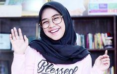 Dikritik Soal Video Buang Squishy Ini Kata Ria Ricis Casual Hijab Outfit, Ootd Hijab, Hijab Chic, Hijab Fashion Inspiration, Style Inspiration, Role Player, Foto Bts, Pretty Girls, Muslim