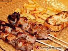 Σουβλάκι το Ελληνικό! #sintagespareas #souvlaki Greek Recipes, Pork, Chicken, Meat, Kitchen, Pork Roulade, Cucina, Cooking, Pigs