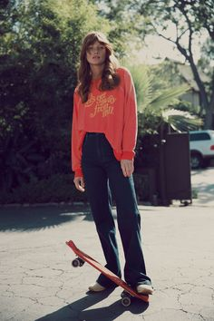 Wildfox Let's Get Away Kim's Sweater in Holiday Look Casual, Casual Chic, Girls Skate, Look Fashion, High Fashion, Fashion Clothes, Hip Hop, Zadig, Comme Des Garcons