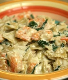 Spinach and shrimp alfredo ( http://doubledelish.com/2011/05/03/shrimp-and-spinach-alfredo/ )
