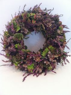 kranse af lyng - Google-søgning Flower Decorations, Christmas Decorations, Lavender Wreath, Mothers Day Wreath, Seasonal Decor, Holiday Decor, Lilac Roses, Fall Flowers, Summer Wreath
