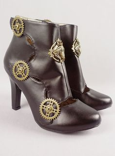 Adorable clockwork steampunk ankle boots.