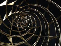 Ill. Bridge from the future d'Olafur Eliasson, présenté à l'exposition « Olafur Eliasson. Contact », Fondation Louis Vuitton, Paris, 2014 (©Guy Boyer).