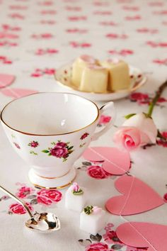 Tea and cake Coffee Time, Tea Time, Morning Coffee, Romantic Homes, My Cup Of Tea, Rose Cottage, Tea Cakes, High Tea, Be My Valentine