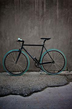 This gorgeous bike was a fixer-upper! : My Fixie (by justinseago) Bmx, Urban Bike, Cool Bicycles, Cool Bikes, Bici Fixed, Velo Vintage, Speed Bike, Fixed Gear Bike, Bike Style