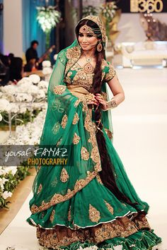 indian bridal wear // so beautiful! Indian Bridal Wear, Asian Bridal, Pakistani Bridal, Pakistani Dresses, Indian Dresses, Indian Wear, Indian Outfits, Bride Indian, India Fashion