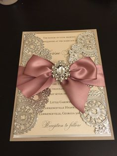 Exceptional DEPOSIT metallic mat Wedding ceremony invitation in field with ribbon Informations About STORTING metalen kl. Quince Invitations, Box Wedding Invitations, Wedding Boxes, Wedding Cards, Invites, Invitation Ideas, Doily Invitations, Royal Invitation, Sweet 16 Invitations