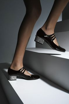 Schuhe 28 Comfortable Shoes To Add To Your Wardrobe Dress Pretty Shoes, Beautiful Shoes, Cute Shoes, Me Too Shoes, Saint Laurent Schuhe, Saint Laurent Shoes, St Laurent, Sock Shoes, Shoe Boots