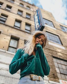 Fabulous lifestyle portrait photography by Kevin Sikorski - . - Carola - Fabulous lifestyle portrait photography by Kevin Sikorski – – - Night Street Photography, Street Photography People, London Street Photography, Fashion Photography Poses, Fashion Photography Inspiration, Urban Photography, Photography Women, Vintage Photography, Lifestyle Photography