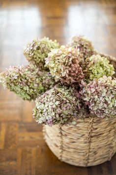 6 steps for the easiest way to dry hydrangeas for free Fall decor right in your own backyard!