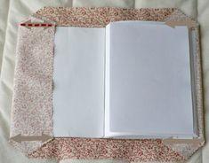 DSC03053 :: Tuto simplissime pour protège-cahier en tissu. J'ai fait le mien cet après-midi, c'est tip-top et hyper rapide!! Pour des finitions encore un peu plus nettes, je surfilerai les bords à la surjeteuse la prochaine fois.