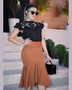 Saia Sino de Montaria com Elastano Moda Evangélica Skirt Outfits, Chic Outfits, Fashion Outfits, Conservative Fashion, Church Fashion, Latest African Fashion Dresses, Evening Outfits, African Dress, Modest Fashion