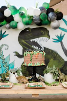 Pizza, popsicles, crafting, AND all dino everything? Yeah, we can pretty confidently assume all the kiddos in attendance had a blast at Brixton's dinosaur birthday party that Jenna of One Eleven Phot Dinosaur Party Supplies, Dinosaur Birthday Party, 4th Birthday Parties, Boy Birthday, Birthday Ideas, Bolo Dino, Festa Jurassic Park, Birthday Party Locations, Party Themes For Boys