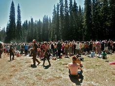The Hippie Commune Rainbow Gathering, Grateful Dead Dancing Bears, Rainbow Family, Rainbow Fashion, Hippie Art, Beautiful Mind, Summertime, Dolores Park, Community