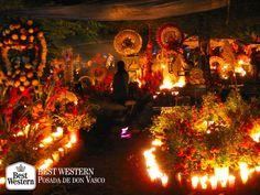 EL MEJOR HOTEL DE PÁTZCUARO. Uno de las celebraciones más representativas de Pátzcuaro, es el día de muertos. Las calles del centro histórico y los panteones que en él se encuentran, se llenan de veladoras y flores de cémpasuchil para honrar a los fieles difuntos. En Best Western Posada de Don Vasco, le invitamos a disfrutar de esta importante tradición mexicana durante su próxima visita a este pueblo mágico. http://www.bestwesternpatzcuaro.com.mx