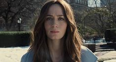 Emily Blunt in The Girl on the Train Emily Blunt, Rachel Watson, Blunt Hair, Miss Grant, Event Photos, Girl Hairstyles, Celebs, Celebrities, Train