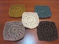 冬の森ブランケットの作り方、まずは 基本の四角モチーフです。                                   ( photo by c... Chrochet, Diy And Crafts, Knitting, Handmade, With, Blankets, Rocks, Crochet, Crocheting