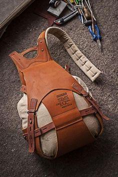 Рюкзаки в кожаных корсетах