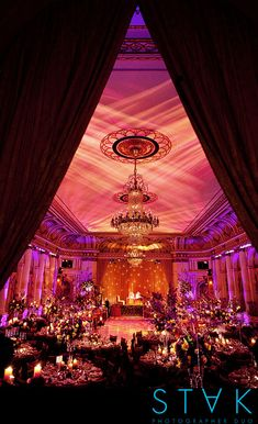 Dekoration Hochzeit - Indian Wedding at the Plaza in NYC Bollywood Wedding, Desi Wedding, Punjabi Wedding, Wedding Events, Wedding Halls, Bollywood Style, Bollywood Theme, Church Wedding, Wedding Beauty
