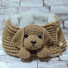 No photo description available. Crochet Shoes Pattern, Crochet Amigurumi Free Patterns, Afghan Crochet Patterns, Childrens Crochet Hats, Knitted Hats Kids, Crochet Gifts, Crochet Toys, Crochet Baby, Free Crochet